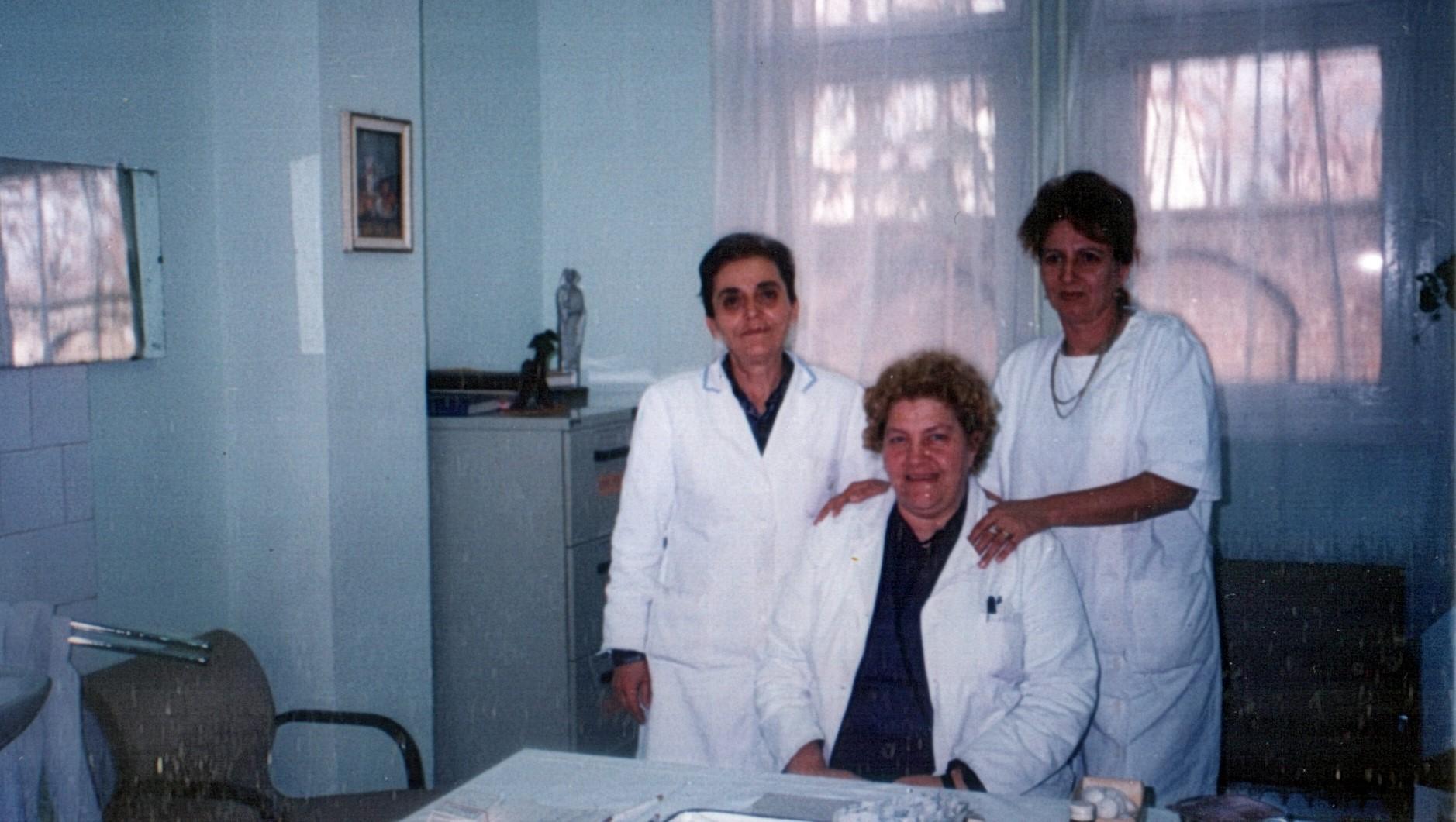 Анисия Й. , с колеги в Детския диспансер в Пирот